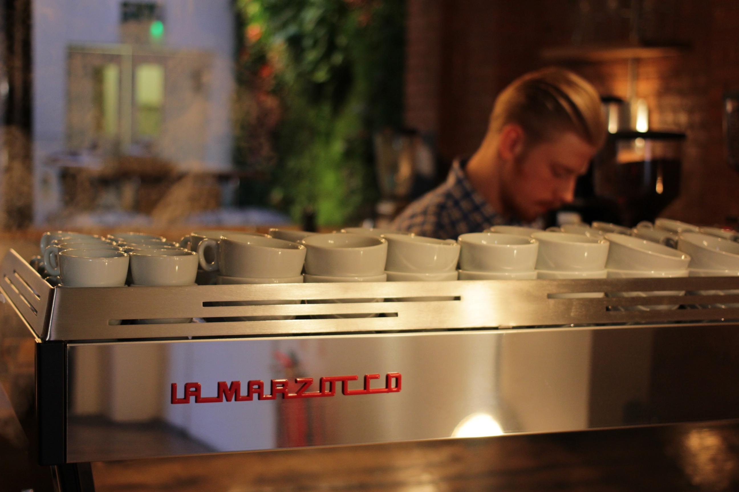 modern coffee machines on pinterest espresso machine. Black Bedroom Furniture Sets. Home Design Ideas